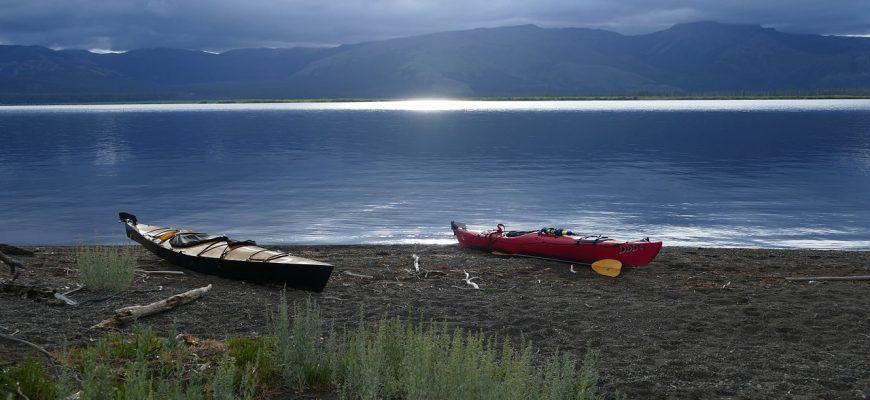 kayaks-1405994_1280